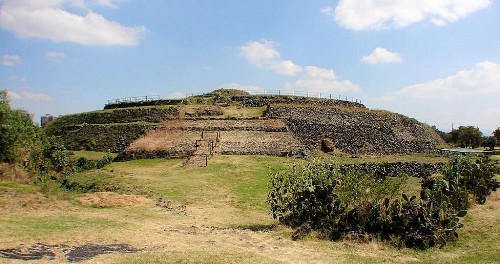 Cuicuilco_Circular_Pyramid_Temple_Close1